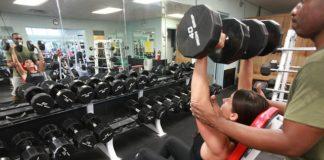 zestaw ćwiczeń na siłownie