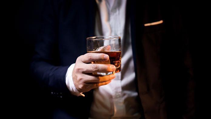W czym pić whisky